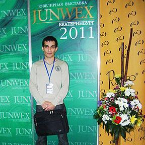 Я на фоне брендволла выставки JUNWEX Екатеринбург 2011
