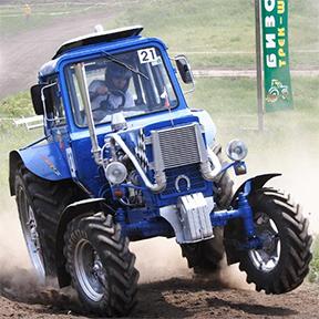Трактор участвует в ралли